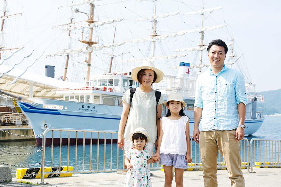 船をバックにした記念撮影も人気です