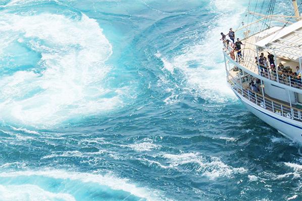 うずしおの目の前までクルーズ船が接近!