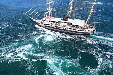 日本丸と大鳴門橋2